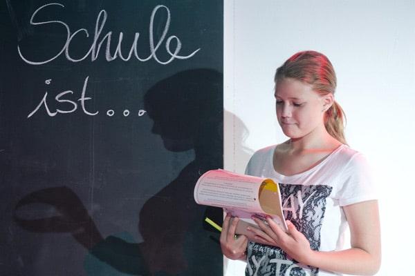 Selbstbewusst vor der Gruppe - Ausdrucksstark Schauspielschule Aschaffenburg